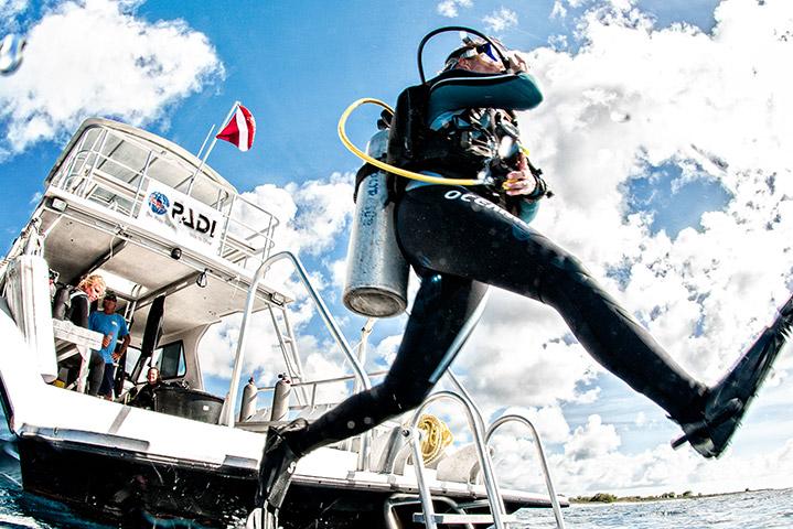 Boat diver PADI